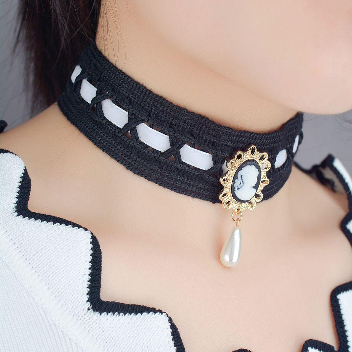 ookjewelry wholesale Queen's Portrait Pearl Pendant Lace Necklace